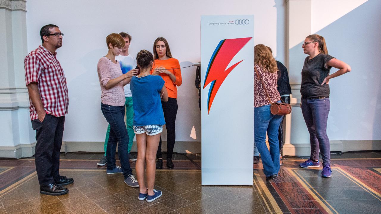 u-matic-tele_David-Bowie-Ausstellung_1